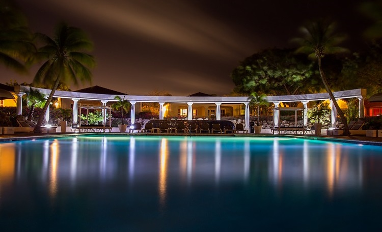 led-outdoor-amenity-lighting-of-tomorrow-pool-area